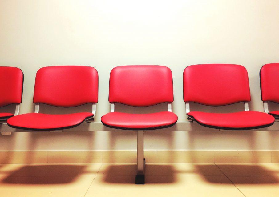 seats-waiting-room-9585